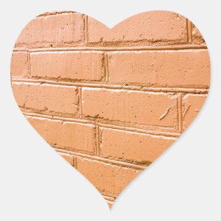 Ângulo de vista na parede de tijolo vermelho adesivo coração