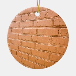 Ângulo de vista na parede de tijolo vermelho ornamento de cerâmica