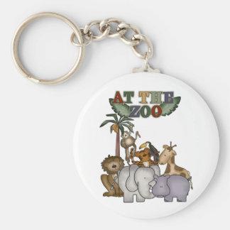 Animais no jardim zoológico chaveiro