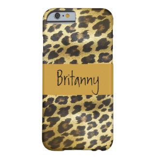 Animal de pele dourado do leopardo com nome capa barely there para iPhone 6