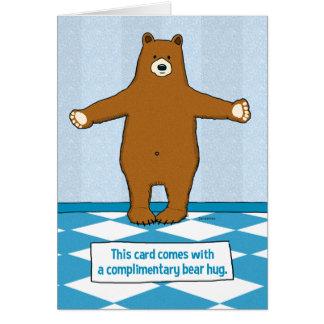 Aniversário bonito e engraçado do abraço de urso cartão comemorativo