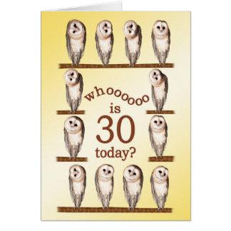 Aniversário de 30 anos, cartão curioso das corujas