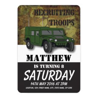 Aniversário de criança militar do caminhão da convite 12.7 x 17.78cm