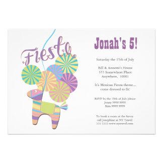 Aniversário de criança tradicional do Pinata da fe Convite