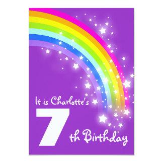 Aniversário do arco-íris roxo dos miúdos o 7o convite 12.7 x 17.78cm