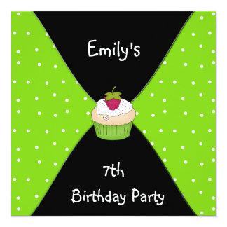 Aniversário do cupcake branco preto do verde limão convite quadrado 13.35 x 13.35cm