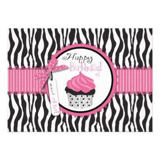 Aniversário do impressão & do cupcake da zebra convites