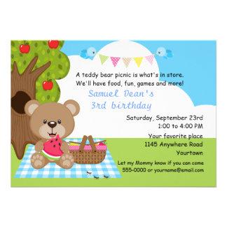 Aniversário do piquenique dos meninos do urso de u convite