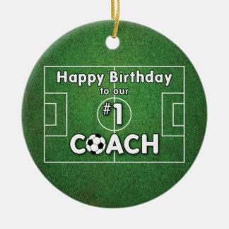 Aniversário do treinador do futebol com campo e ornamento de cerâmica