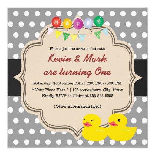 Aniversário Ducky de borracha dos gêmeos das Convite