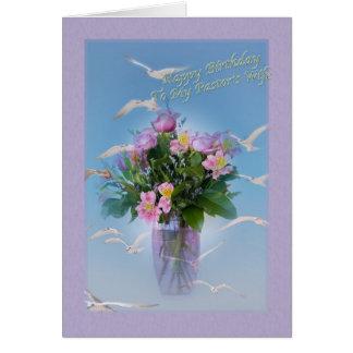 Aniversário, esposa de Pasor, flores e pássaros Cartão Comemorativo