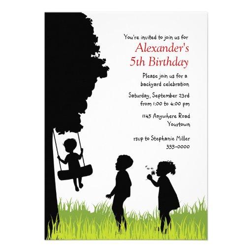 Aniversário exterior das silhuetas das crianças convites personalizados
