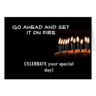 Aniversário no fogo!  Cartão de aniversário