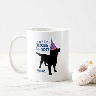 Aniversário preto engraçado do costume do cão do caneca de café