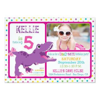 Aniversário roxo das bolinhas do dinossauro de convite 11.30 x 15.87cm