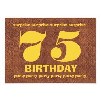 Aniversário V007 da surpresa de Brown e de ouro Convites Personalizado