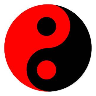 Aniversário vermelho e preto do símbolo de Yin Convite Quadrado 13.35 X 13.35cm