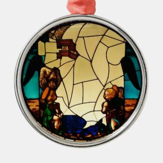 Anjo através do ornamento de vidro