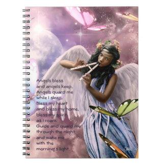 Anjo com o caderno feito sob encomenda do presente