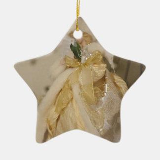 Anjo dourado com asas Outstretched Ornamento De Cerâmica