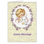 Anjo pequeno com os cartões de páscoa de Lamb.Chri