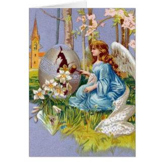 Anjo que abre um ovo da páscoa cartão comemorativo