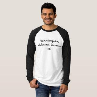 Annus est de Qui? Camisa Latin engraçada