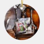 Antiguidade - cadeira - cadeira de balanço das ornamento de cerâmica redondo