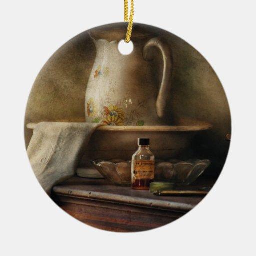 Antiguidade - nostalgia - o jarro da água ornamento de cerâmica redondo