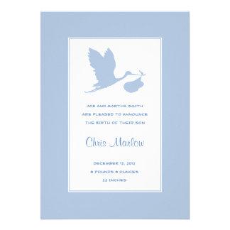 Anúncio azul do nascimento da cegonha convite personalizados