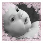 Anúncio cor-de-rosa do nascimento da foto da flor convite quadrado 13.35 x 13.35cm