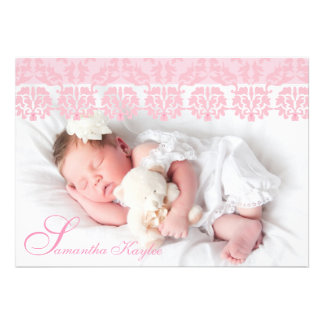 Anúncio cor-de-rosa laçado do nascimento da foto convite