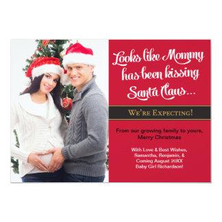 Cartão Anúncio de beijo da gravidez do Natal das mamães
