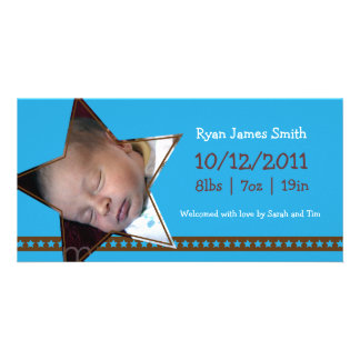 Anúncio do nascimento com um tema do azul e da est cartão com foto