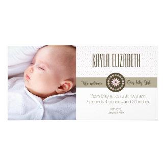 Anúncio do nascimento do bebé do primavera cartão com foto