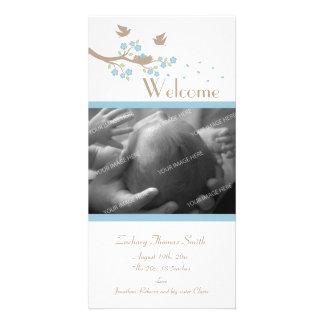 Anúncio do nascimento do ninho dos pássaros cartão com foto