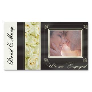 Anúncio do noivado da foto dos rosas brancos