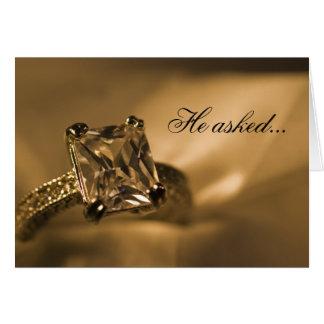 Anúncio do noivado do anel de diamante da princesa