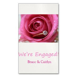 anúncio do noivado do rosa e dos anéis do rosa