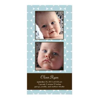 Anúncio encantador do nascimento do bebê dos ponto cartão com foto