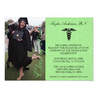 Anúncio médico verde da graduação da escola do RN Convite 12.7 X 17.78cm