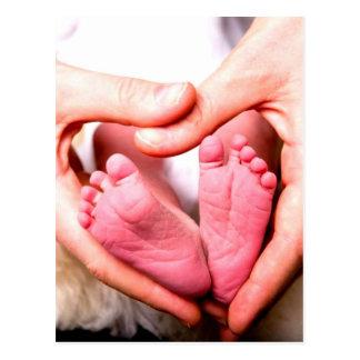 Anúncio nascido do bebê recém-nascido pelo amor cu cartão postal