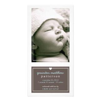 Anúncio simples moderno Brown do nascimento do beb Cartao Com Fotos Personalizado