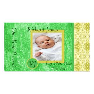 Anúncio verde e amarelo do nascimento do bebé cartão de visita