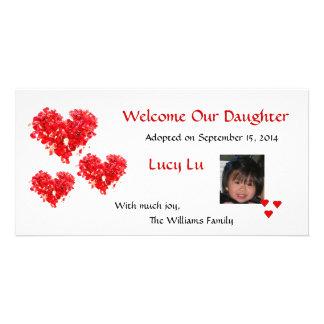 Anúncio vermelho da foto da adopção dos corações cartão com foto