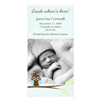 Anúncios azuis do nascimento da foto da coruja cartão com foto
