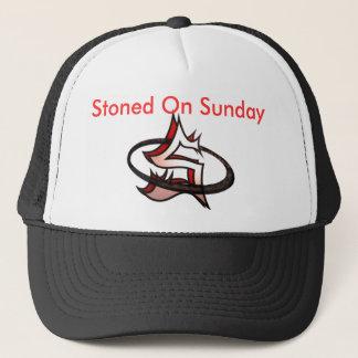 Apedrejado no chapéu de domingo boné