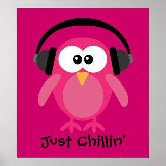 Apenas coruja cor-de-rosa de Chillin com fones de  Poster