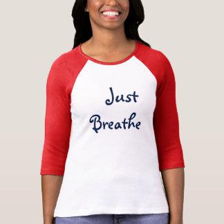 apenas respire a camisa das mulheres marrons