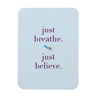 Apenas respire o ímã da pena da mantra da ioga